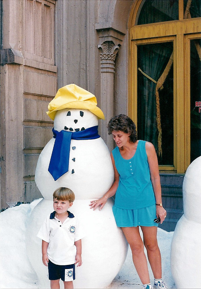 Max standing by the snowman in MGM Studios