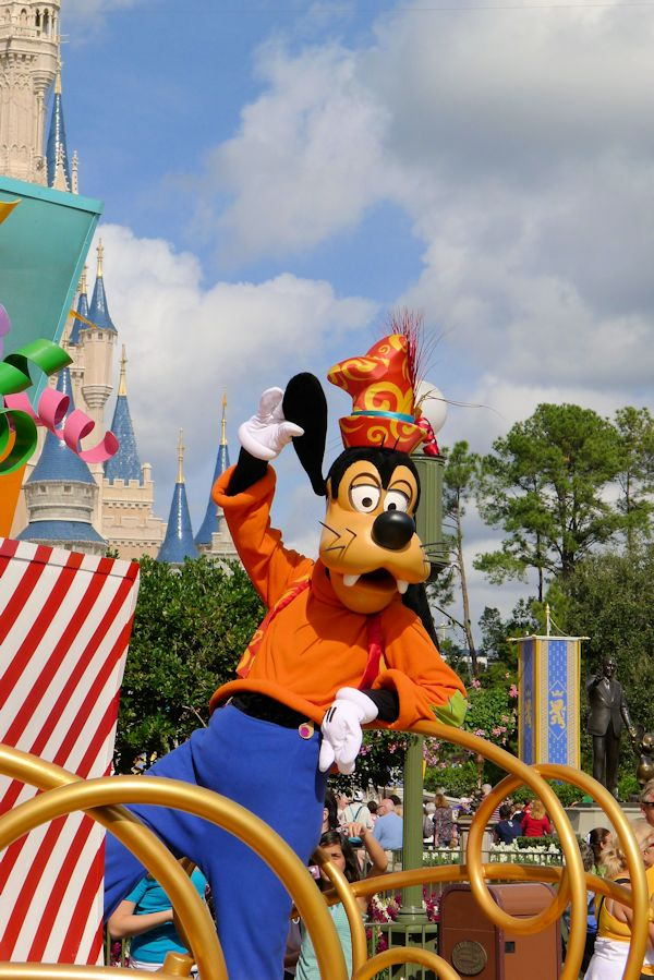 Goofy on a float in front of the castle.